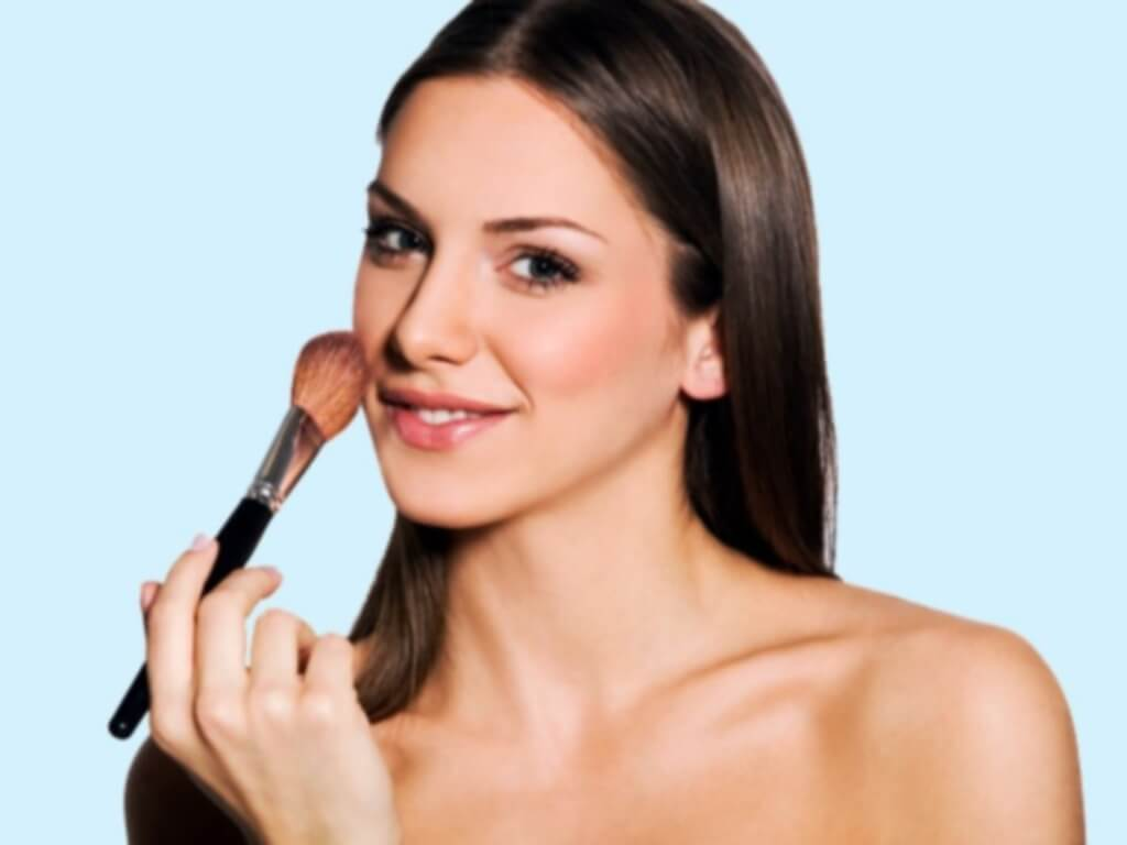 How to Cover Skin Flaws with Makeup